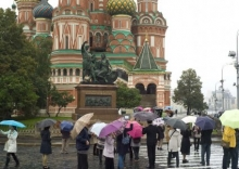 RED SQUARE IN THE RAIN